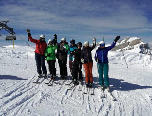 Damenriege auf dem Skitag